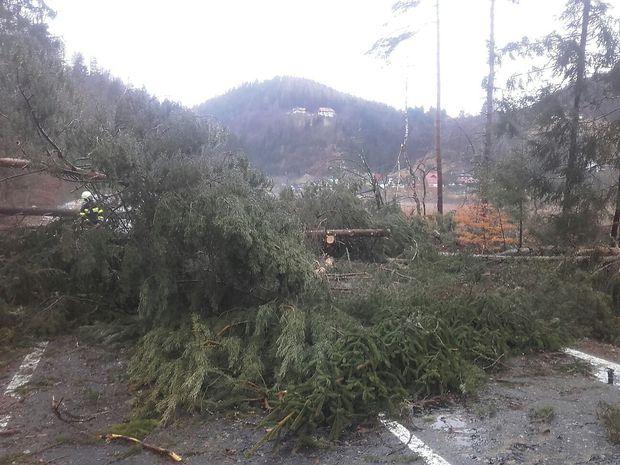 Schäden auf der B82 zwischen Eberndorf und Miklauzhof (Gemeinden Eberndorf und Sittersdorf).