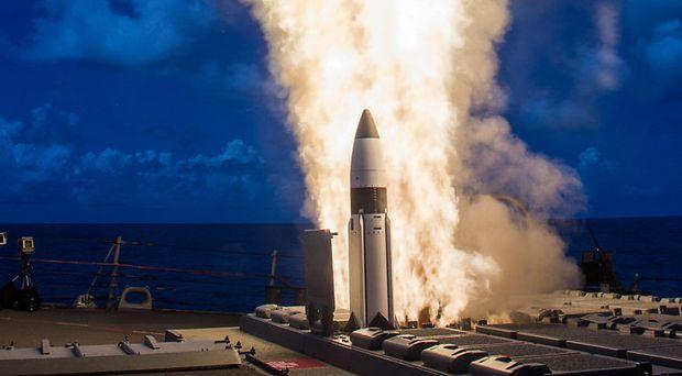 Start einer Standard Missile aus der Raketenbatterie eines US-Schiffs