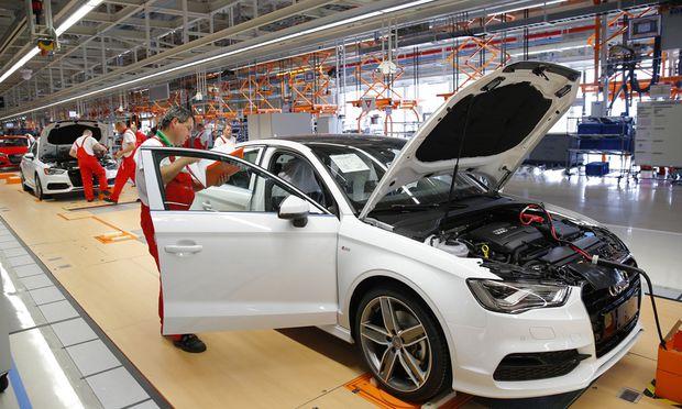 Fließbänder könnten bei Audi in vielen Fabriken bald der Vergangenheit angehören.