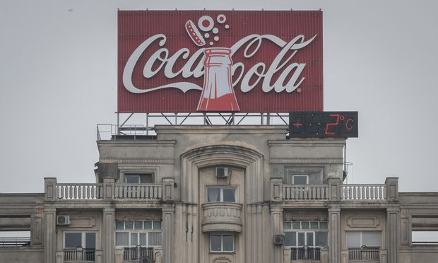 """Rumäniens EU-Ratsvorsitz wird von Coca-Cola """"präsentiert"""". Solche Firmensponsorings werfen Transparenzfragen auf."""