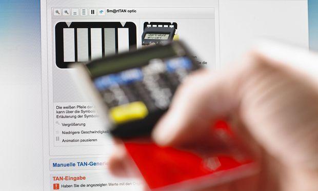 Symbolbild Hackerangriff Betrug durch Onlinekriminalit�t Sicherheit beim Onlinebanking TAN einset