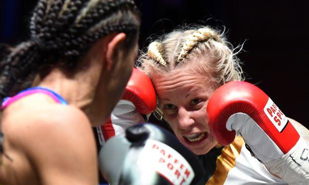 Eva Voraberger bei einem WM-Kampf im Oktober 2016 gegen Eileen Olszewski