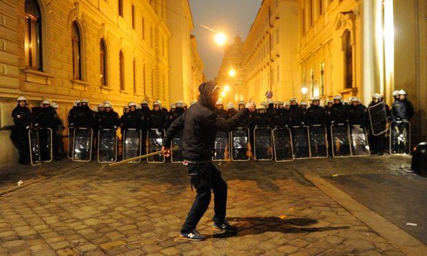 Auch starke Polizeipräsenz am 24. Jänner des Vorjahres konnte schwere Sachbeschädigungen nicht verhindern.
