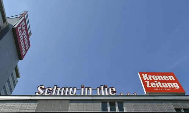 """Der Streit der beiden Hälfteeigentümer der """"Kronen Zeitung"""" geht in die nächste Runde. / Bild: APA/HERBERT NEUBAUER"""