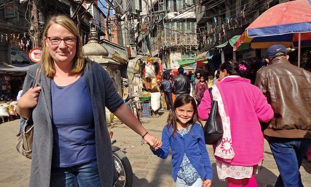 Ein Abenteuerkanal: Miriam  und Eva daheim in Kathmandu.