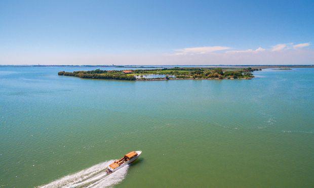 Relikt. Santa Cristina ist die letzte existierende Insel des Lagunenarchipels Ammiana.
