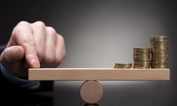 Statt einseitig monetäre Werte zu betrachten, will die Gemeinwohlökonomie auch Aspekte wie Nachhaltigkeit, Gerechtigkeit und Mitsprache in die Bilanzen einfließen lassen.