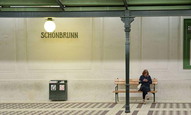 Tausende Touristen, die nach Schönbrunn hinaus wollen, werden auf der grünen Linie ihr blaues Wunder erleben.