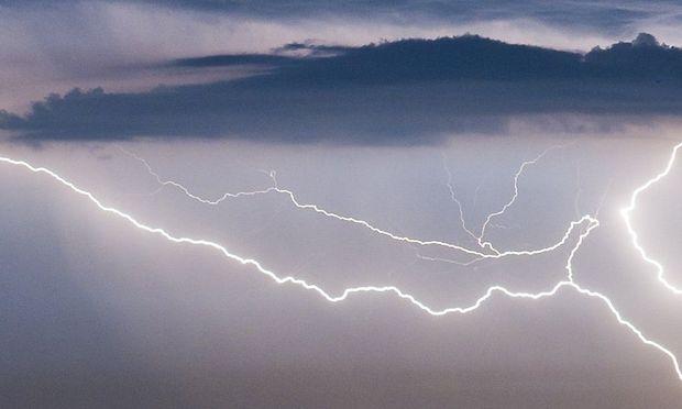 Zwei Frauen durch Blitz verletzt