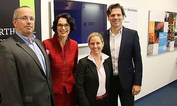 Wolfgang Pichler, Manz, Tatjana Oppitz, Generaldirektorin IBM, Sophie Martinetz, Northcote.Recht und Franz Dornig, IBM.