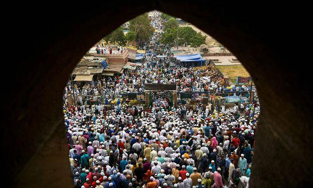 INDIA-Der Blick auf den Islam – hier Feiern zum Ende des Ramadans in Neu-Delhi – ist vielfach durch Vorurteile verstellt.  -ISLAM-EID