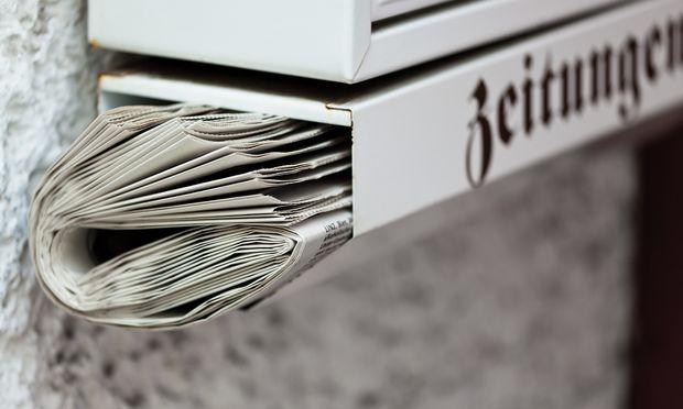 Überquellende Briefkästen sind eindeutige Signale der Abwesenheit der Hausbesitzer.
