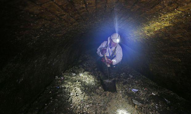 Ein Drittel des unappetitlichen Fettbergs im Abwasserkanal wurde bereits abgetragen