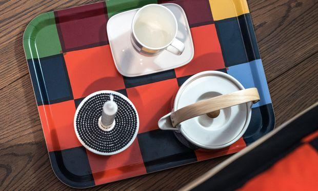 Teestunde. Marimekkos Designs sind klar und farbenfroh zugleich.