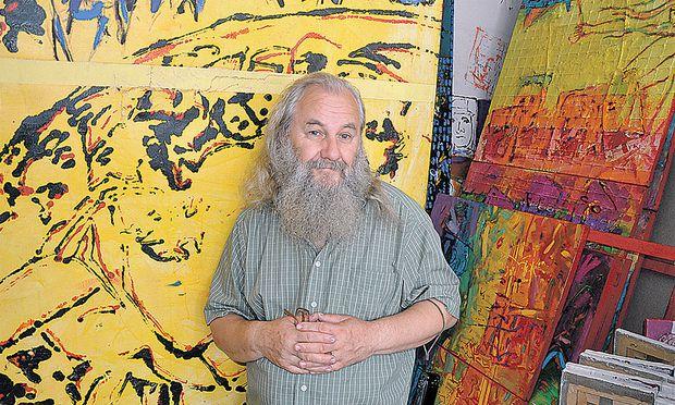 Künstler wie Vasile Muresan (50) bringen in Bukarest ihre Ateliers in alten Nutzbauten wie Garagen oder Markthallen unter, andere verwandeln alte Wohnbauten in Locations für Workshops, Events und Projekte.
