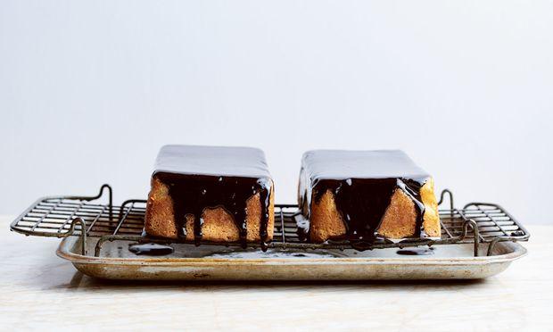 International. Zutaten aus aller Welt sind erlaubt. Hier Kokosnuss-Mandel-Kuchen.