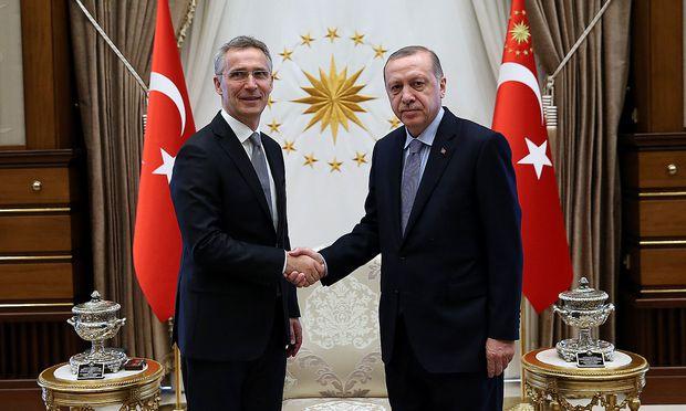 Erdogan (re.) empfing Nato-Generalsekretär Stoltenberg in Ankara.