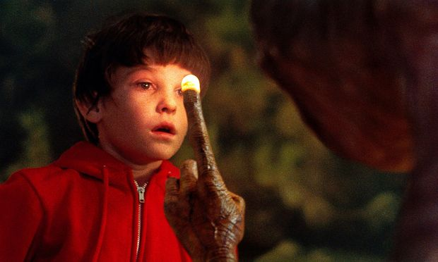 """Steven Spielbergs """"E.T."""" erzählt auch die Jesus-Geschichte nach."""