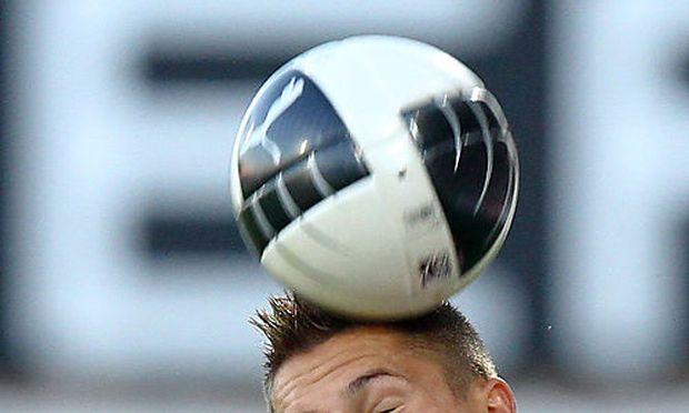 Themenbild: Kopfball