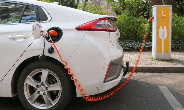 Neu typisierte Elektroautos müssen bis zu einem Tempo von 20 km/h ein Warngeräusch von sich geben,