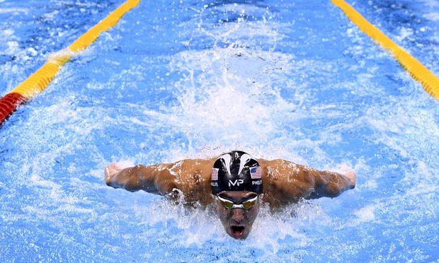 Abseits begrenzter Bahnen stellte sich Michael Phelps dem spektakulären Vergleich.