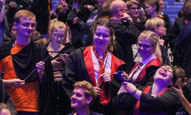 Sie wollten den Rekord überbieten: Fans, die sich in Harry-Potter-Kostümen treffen bei der Buchmesse.
