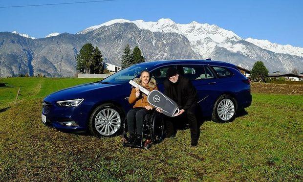 Mit diesem Bild bewarb Opel 2017 die Übergabe des Autos an Grünberg.