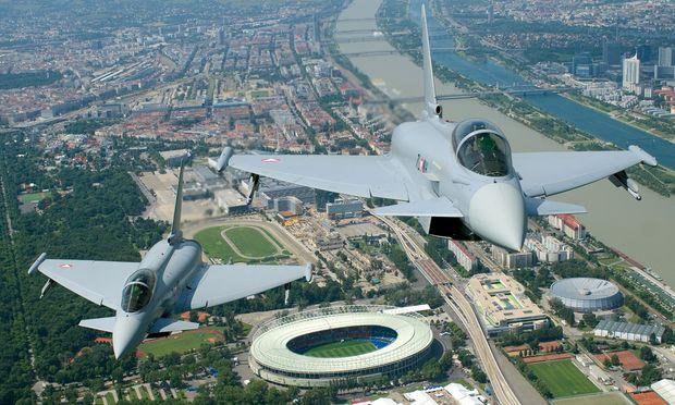 Während des EU-Vorsitzes könnten – wie bei der Fußball-Europameisterschaft 2008 (Bild) – Eurofighter die Luftraumsicherung übernehmen.