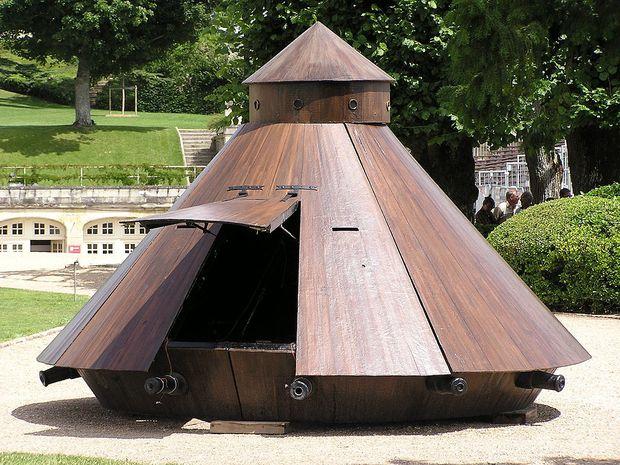 Nachbau von Leonardos Panzer im Panzermuseum von Amboise, Frankreich