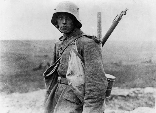 Junger deutscher Soldat 1916, vermutlich an der Somme