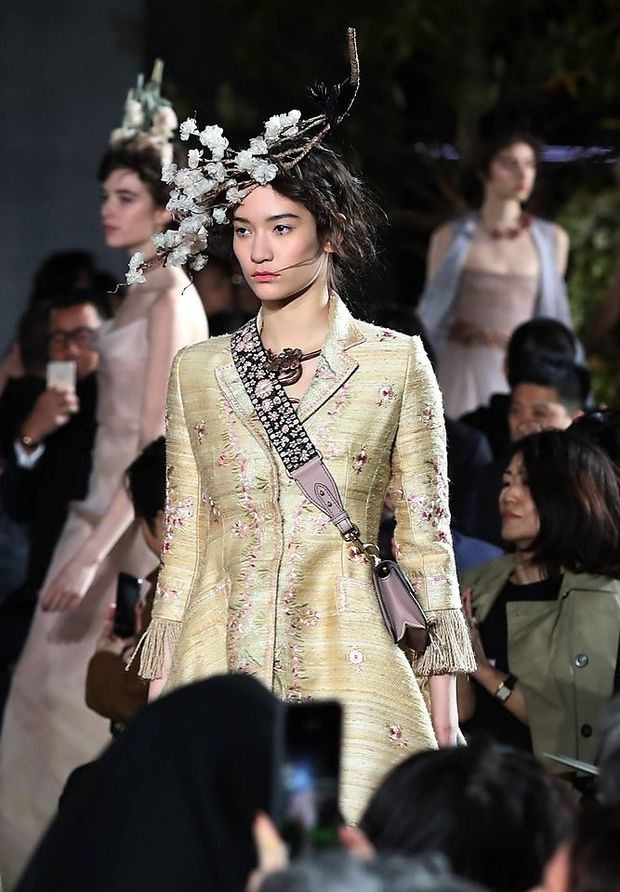 Der japanische garten acht neue dior looks in tokio for Japanisches schilf