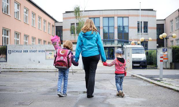 Jedes dritte Kind legt den Schulweg zu Fuß oder mit dem Fahrrad zurück.