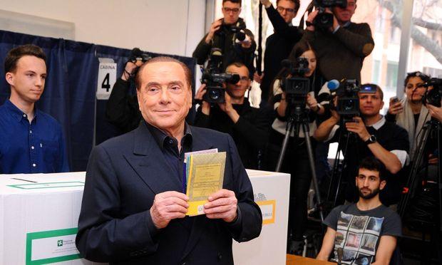 Mitte-rechts-Allianz um Silvio Berlusconi liegt vorn