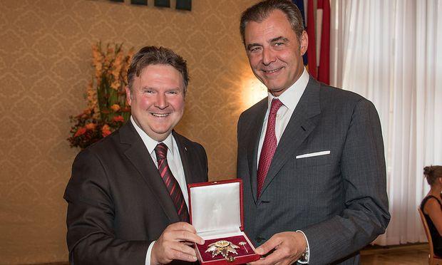 Eugen Otto (Otto Immobilien) bekommt das silberne Ehrenzeichen der Stadt Wien im Rathaus am 11.9.17