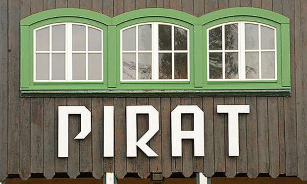 Piraten Maria Maltschnig, Helge Fahrnberger, Patryk Kopaczynski (mit Bart und Piratenhut)  Foto: Cl