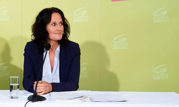 Die Ex-Grünen-Chefin beantragte die Löschung von Hass-Postings und klagte Facebook.