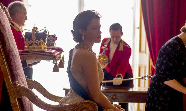 """Netflix steckt in eine Staffel der Kultserie """"The Crown"""" 100 Millionen Pfund, mehr Geld, als die tatsächliche Queen pro Jahr die britischen Steuerzahler kostet."""