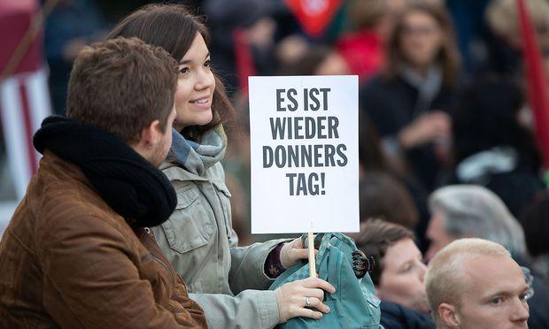 DONNERSTAGS-DEMONSTRATION GEGEN DIE BUNDESREGIERUNG