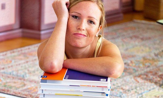 Die Stoffmengen an der Uni sind umfangreicher als in der Schule. Wer kein passendes Lernkonzept hat, fühlt sich rasch überfordert.