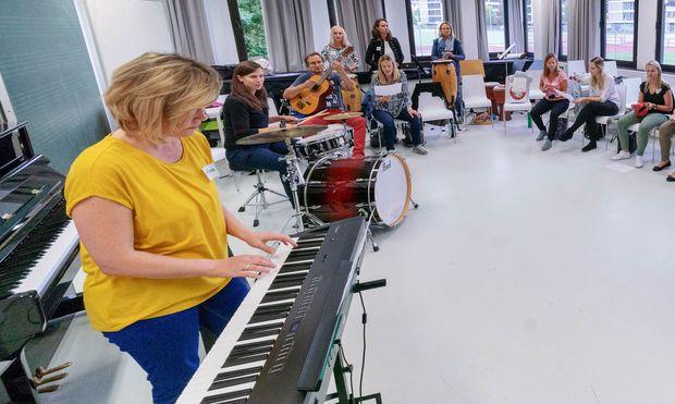 Im neuen Popularmusiklehrgang müssen die Pädagogen auch selbst musikalisch aktiv werden.
