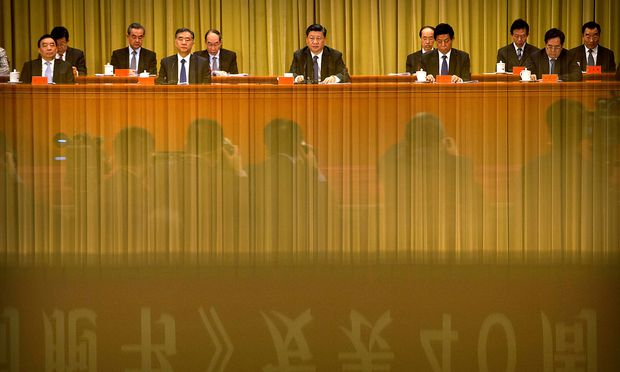 Die Verfassung sichere Xi (Bildmitte) absolute Macht zu, meint der Sinologe und Jurist Harro von Senger.