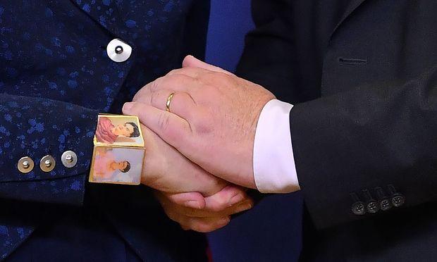 Jean-Claude Juncker, Theresa May vor der Einigung der EU über den Austrittsvertrag.