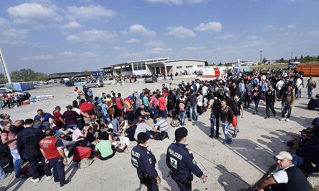 Nickelsdorf stand 2015 lange im Fokus der Flüchtlingskrise. Das Szenario 2015 könnte auch heuer wieder eintreten, wenn auch nicht an der ungarischen Grenze, befürchtet das Heeres-Nachrichtenamt.