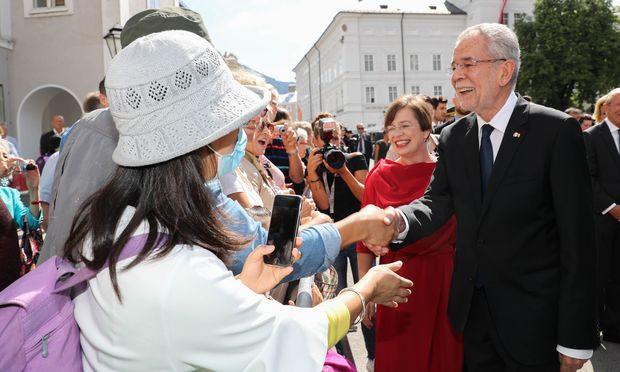 Auch Touristen wollten Präsident Alexander Van der Bellen die Hand schütteln.