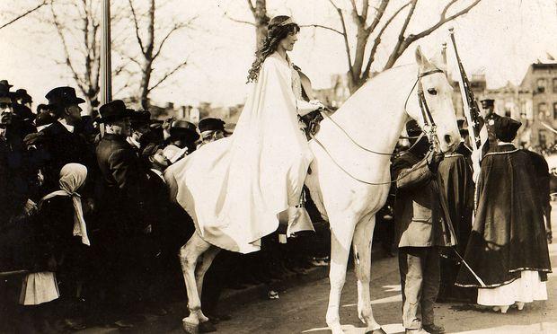 Sie wusste genau, was sie wollte: Anwältin Inez Milholland bei der Suffragettenparade 1913.