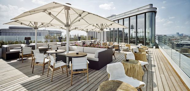 """Rooftop-Bar """"Aurora"""" im 16. Stockwerk und in 60 Metern Höhe."""