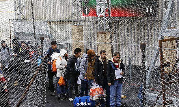 Flüchtlinge - Gutachten zur Obergrenze soll vorgelegt werden
