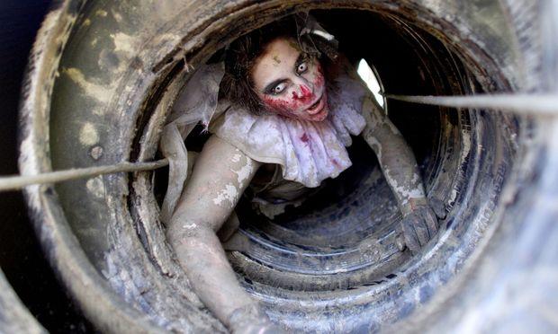 Symbolbild: Als Zombie verkleidete Frau