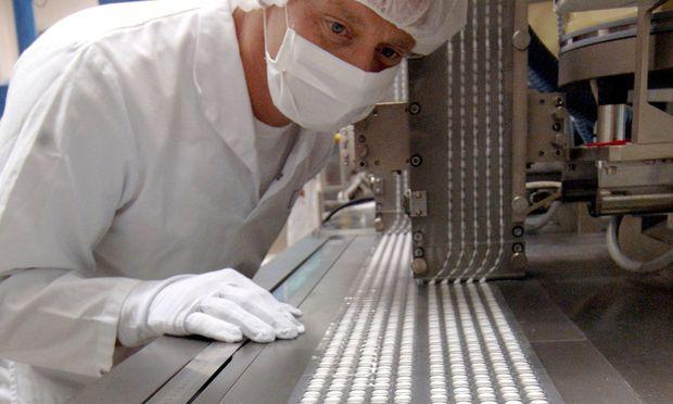 Obwohl das Geschäft mit Aspirin brummt, hatte Bayer zuletzt mit einigen Problemen zu kämpfen. Nun könnte die Aktie einen Boden gefunden haben. / Bild: (c) dpa/dpaweb (Z1021 Peter Endig)