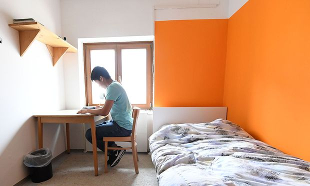 Archivbild: Ein afghanischer Flüchtling in einer Unterkunft in Wien-Döbling